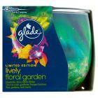 Glade Lively Floral Garden Świeca 120 g